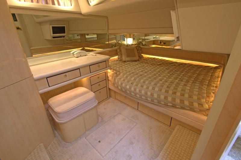 2000 Sea Ray 560 Sedan Bridge - VIP Stateroom