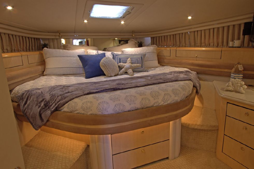 2000 Sea Ray 560 Sedan Bridge - Master Stateroom