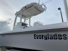 2015 Everglades 243 CC