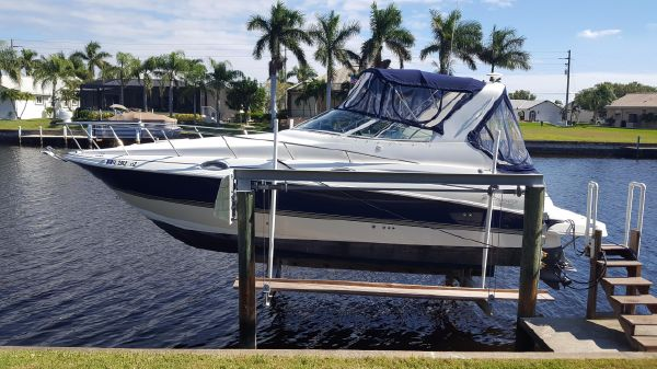 Cruisers Yachts 280 CXi Express Very Clean - Low Hours
