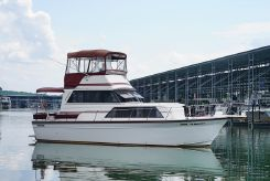 1986 Marinette 32 Flybridge Sedan