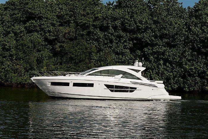 2016 Cruisers Yachts