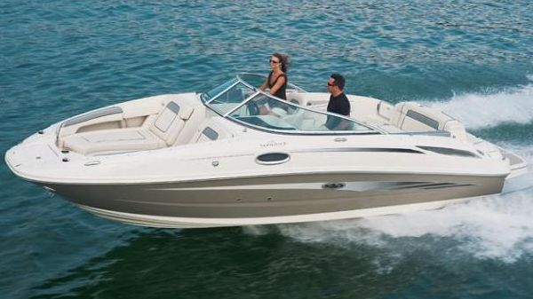 Sea Ray 260 Sundeck Manufacturer Provided Image