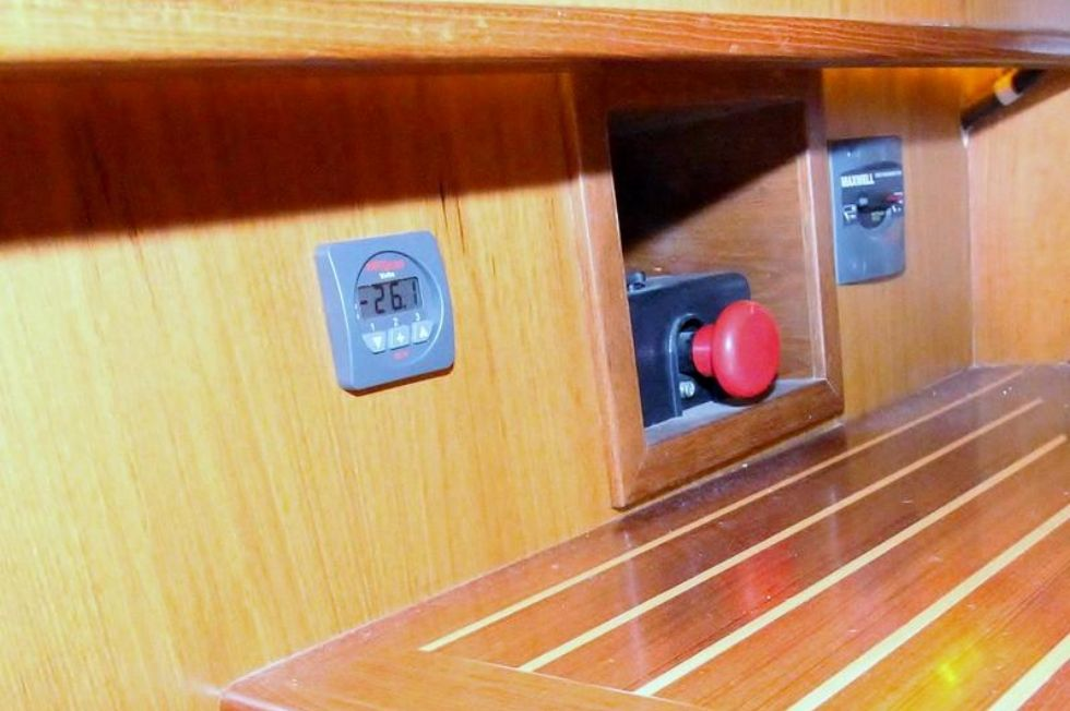 Thruster Volt Meter and Windlass Master Switch