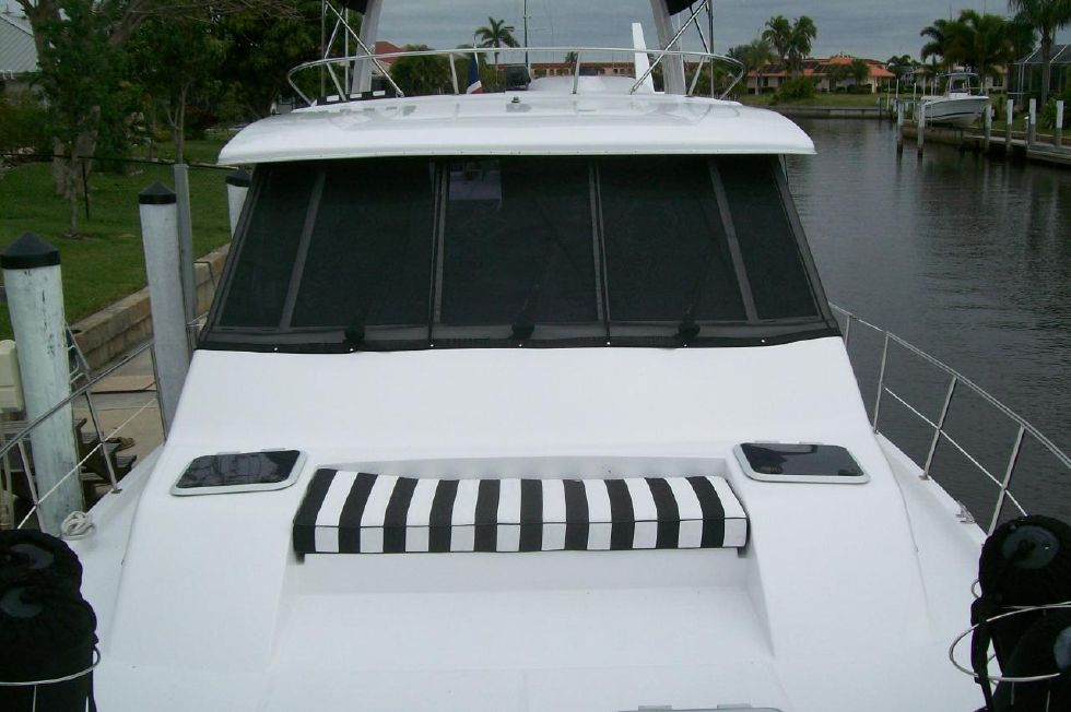 1995 Bayliner 4788 GREAT SHAPE - All new Cushions and Bimini
