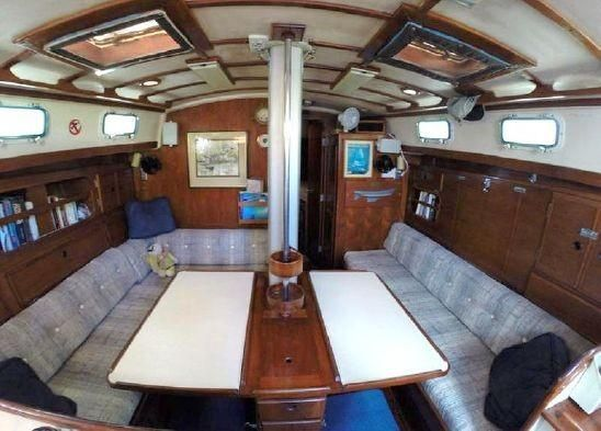 1983 Brewer 42 (128m) - Salon