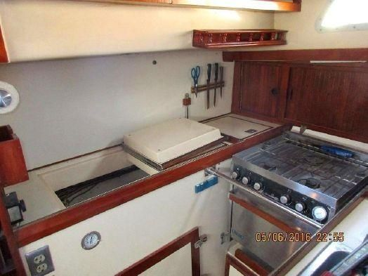 1983 Brewer 42 (128m) - Galley