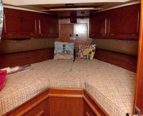 1983 Brewer 42 (128m) - Forward Cabin