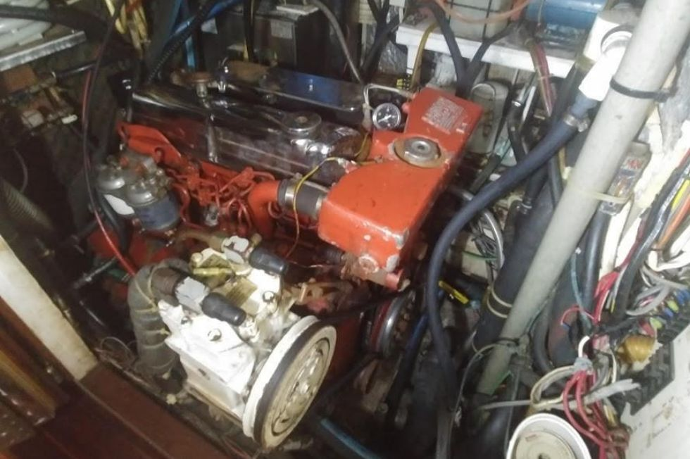 1983 Brewer 42 (128m) - Engine Room