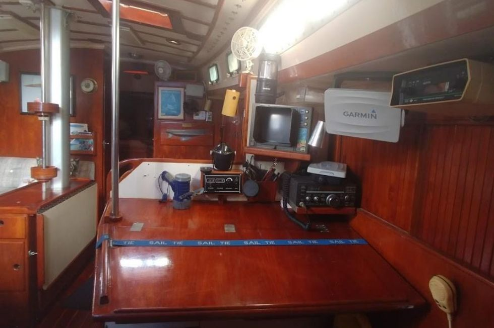 1983 Brewer 42 (128m) - Navigational Station