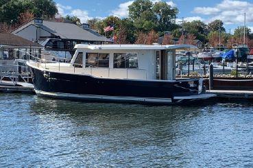 2007 Mainship 34 Hardtop Trawler