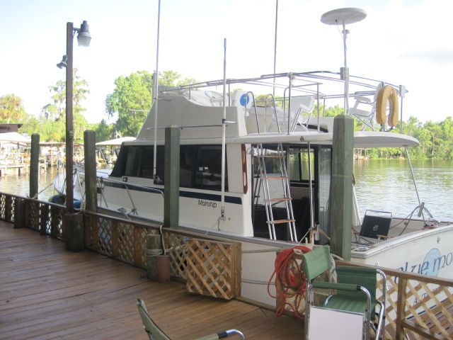 1982 Mainship 34 MK I - At the dock