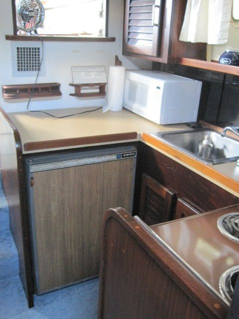1982 Mainship 34 MK I - Galley 1