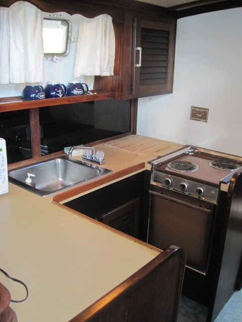1982 Mainship 34 MK I - Galley 2