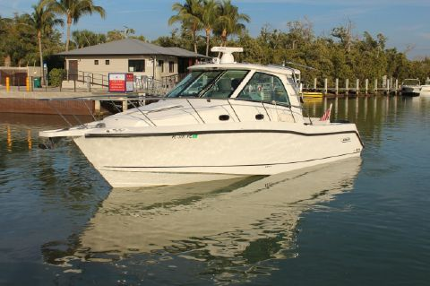 2010 Boston Whaler 345 Conquest
