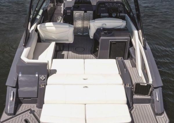 Cruisers Yachts 338 Bow Rider image