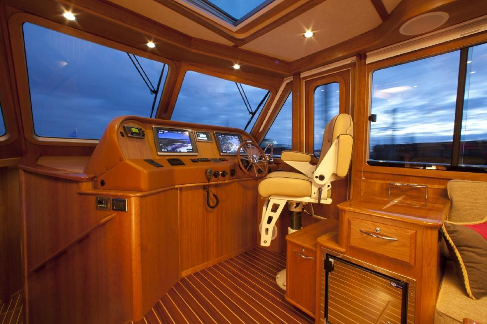 2017 Sabre 48 Flybridge Sedan - Helm (Sistership)
