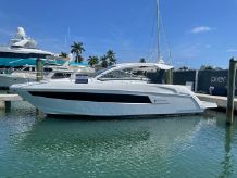 2019 Cruisers Yachts 390 Express Coupe