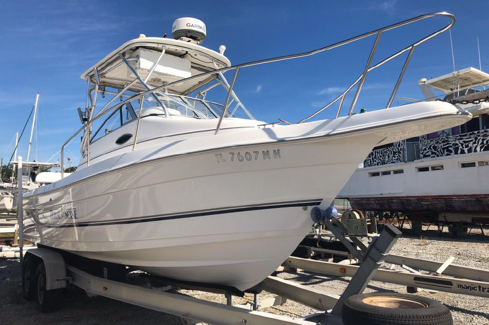 2004 Cobia 270 Walk-Around