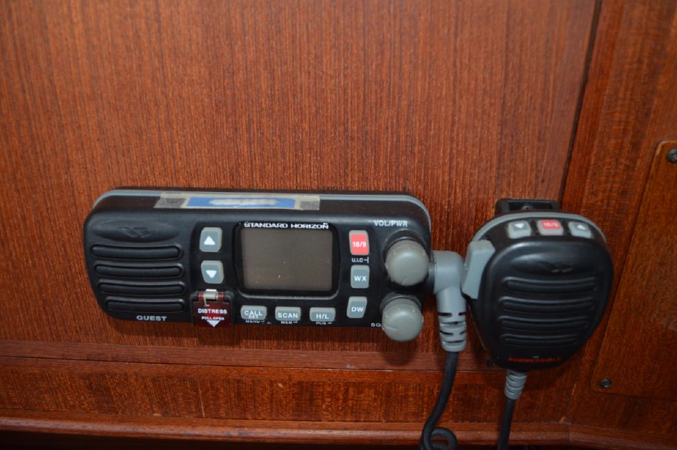 Tartan 4100 ICOM VHF with Distress