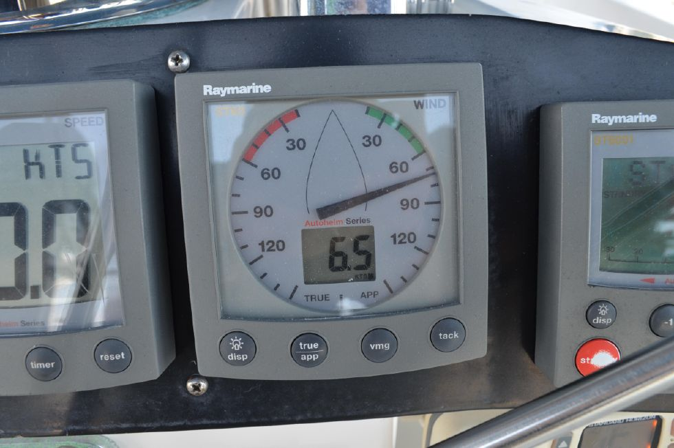 Tartan 4100 Raymarine True/Apparent Wind Indicator