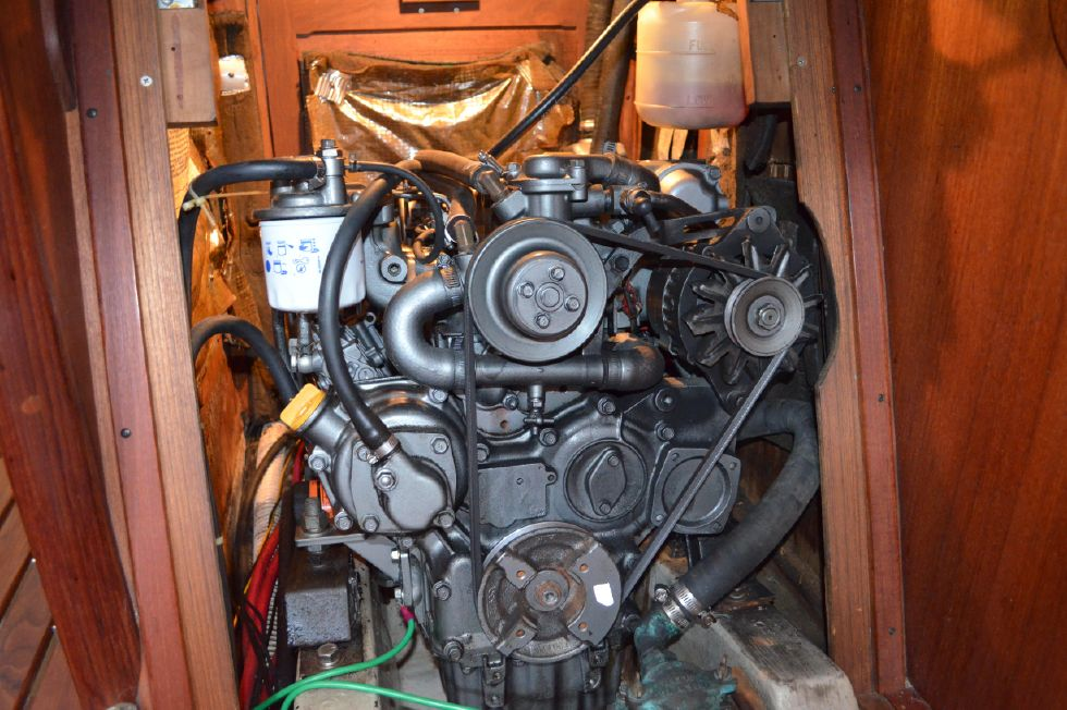 Tartan 4100 Yanmar 47 hp Diesel Main Engine