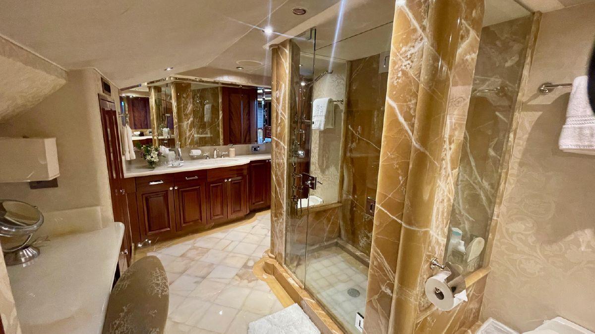 Westport 130 Trideck Master Bathroom