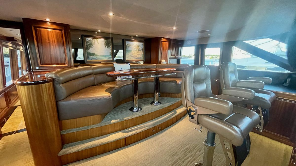 130' Trideck Command Seating