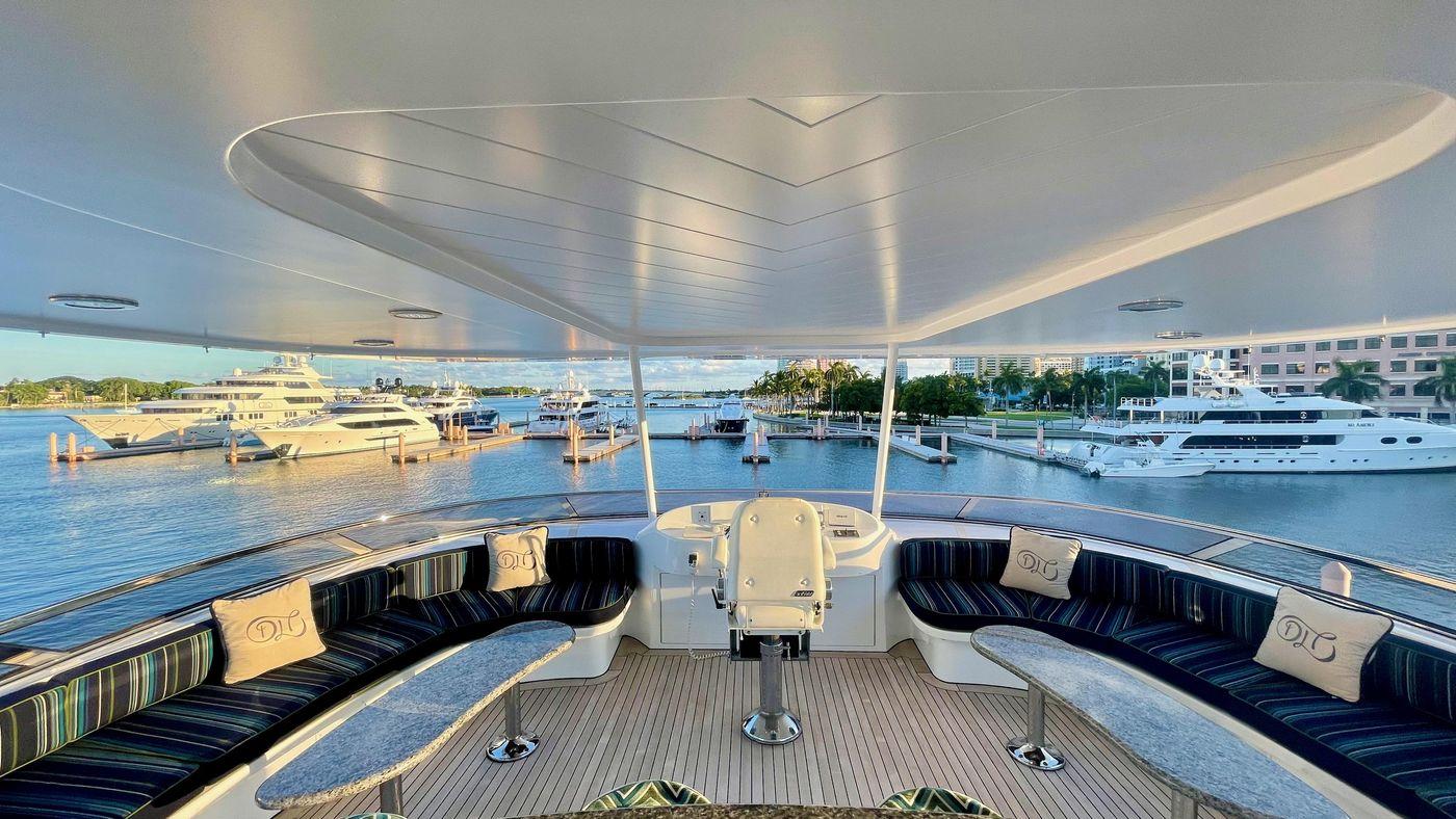 130' Westport Yacht Flybridge