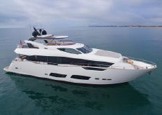 2019 Sunseeker 95 Yacht