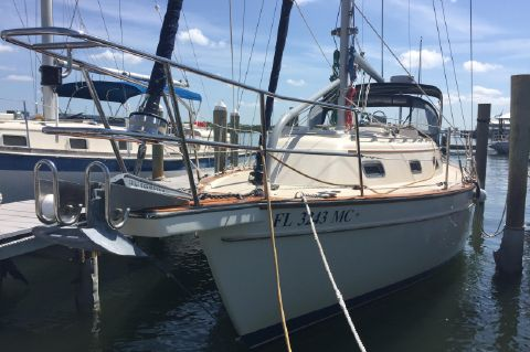 1998 Island Packet 320 - Starboard View at slip