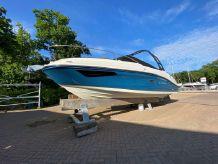 2020 Sea Ray Sun Sport 230 Outboard