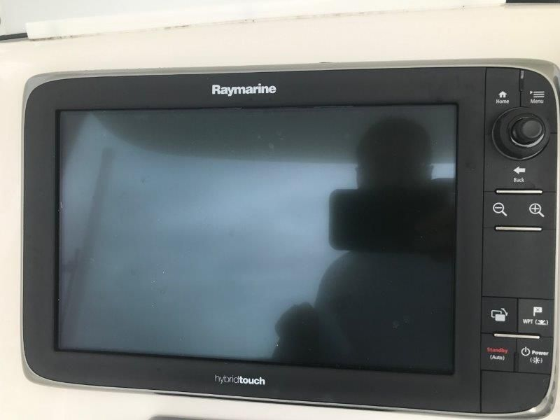 Center Console / Electronics & Navigation 2 - Raymarine Hybrid Touch GPS