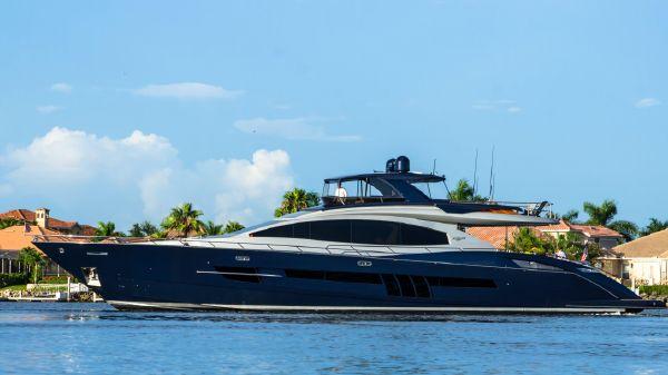 Lazzara Motor Yacht Flybridge Profile