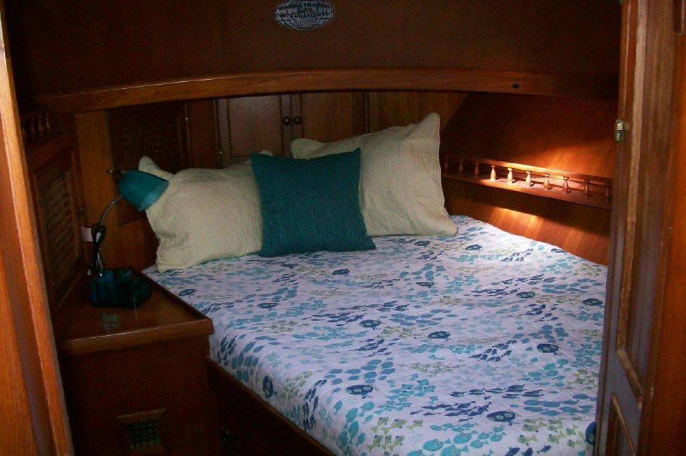 43 Marine Trader Labelle Guest Bed Forward
