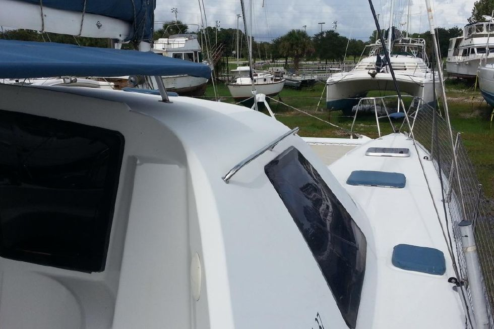 1996 Privilege 37 Owners Version - Privilege 37 stbd side deck