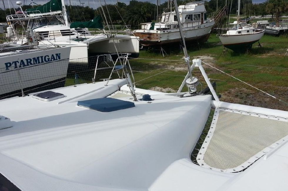 1996 Privilege 37 Owners Version - Privilege 37 foredeck