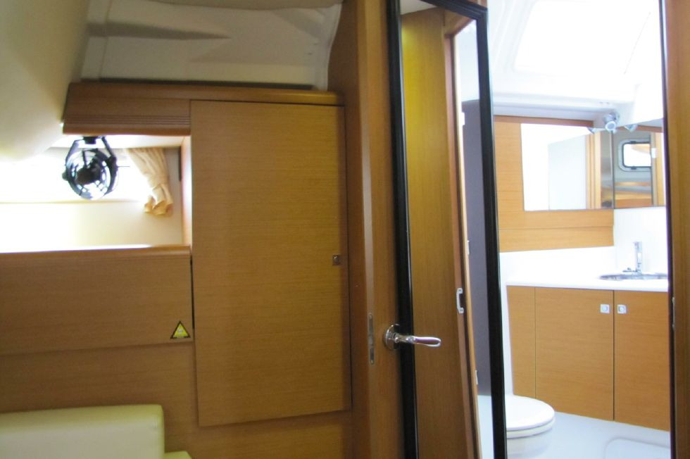 Aft stateroom head photo 2