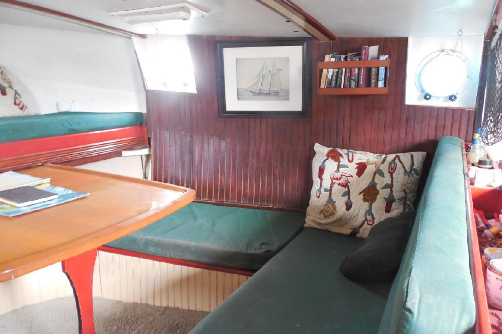 1984 Atlantic City Charter schooner - Dinette