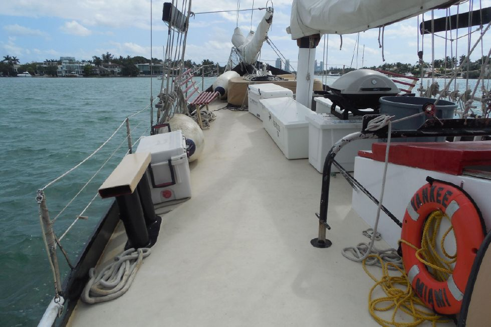 1984 Atlantic City Charter schooner - Port sidedeck