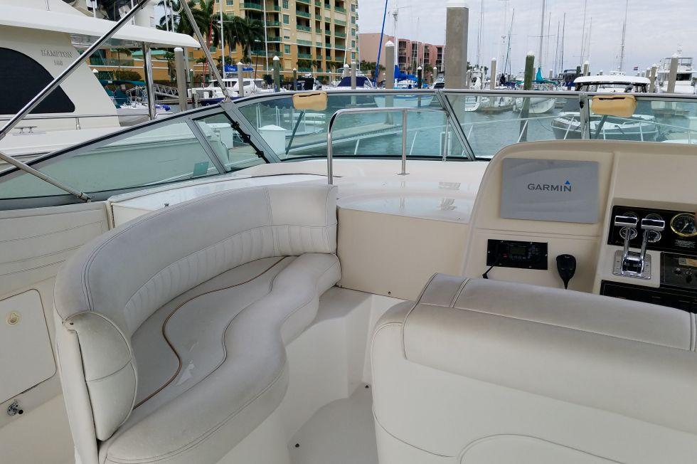 2000 Cruisers Yachts 3575 Esprit