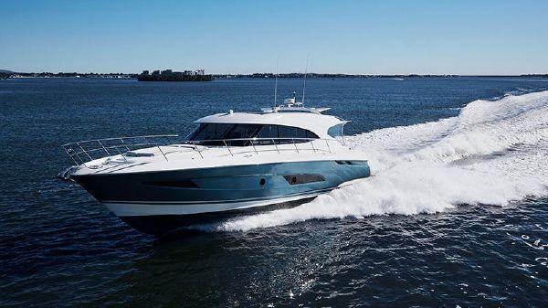 Riviera 5400 Sport Yacht-ON ORDER! Riviera 5400 Sport Yacht
