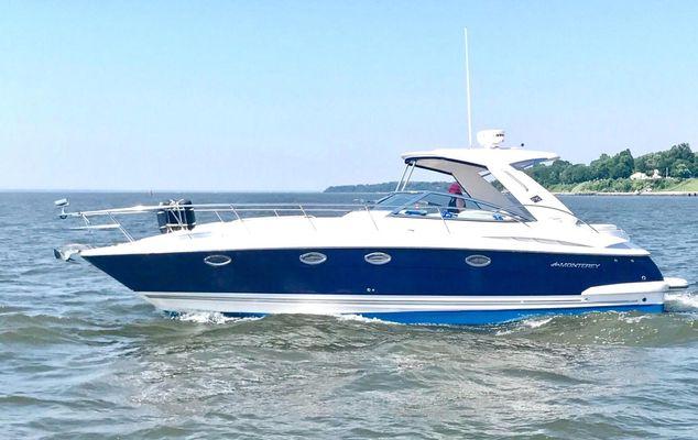 Monterey 350 Sport Yacht - main image