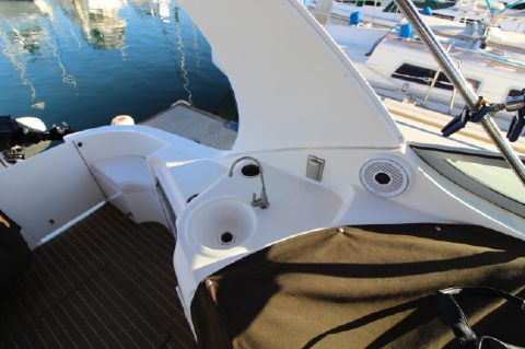 2000 Cruisers Yachts 3375 Express - Wet Bar and outdoors speakers
