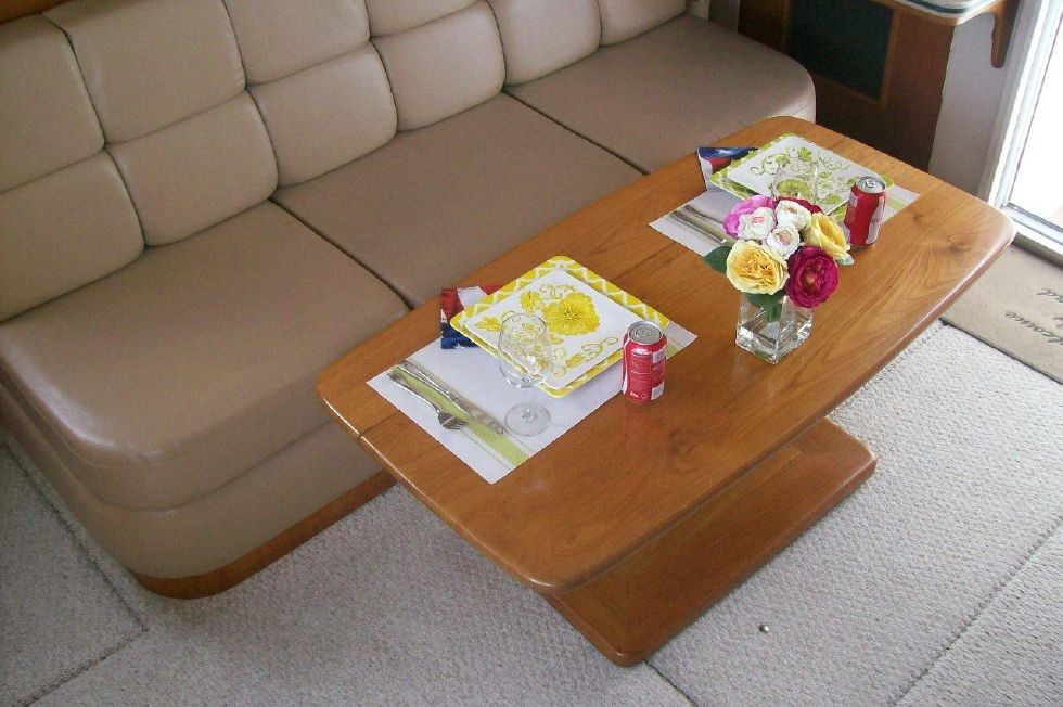 350/390 Mainship Sofa and dinette