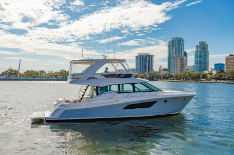 2017 Tiara FLybridge - Starboard Profile