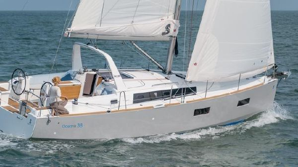 Beneteau Oceanis 38
