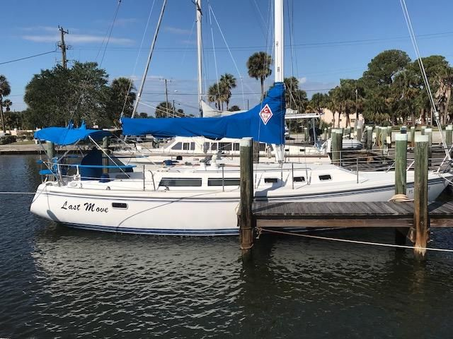 1993 Catalina 34 - Catalina 34 Starboard side at Dock