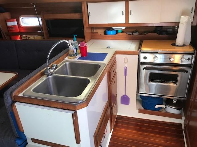 1993 Catalina 34 - Catalina 34 Galley