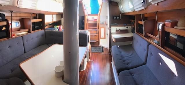 1993 Catalina 34 - Catalina 34 Salon